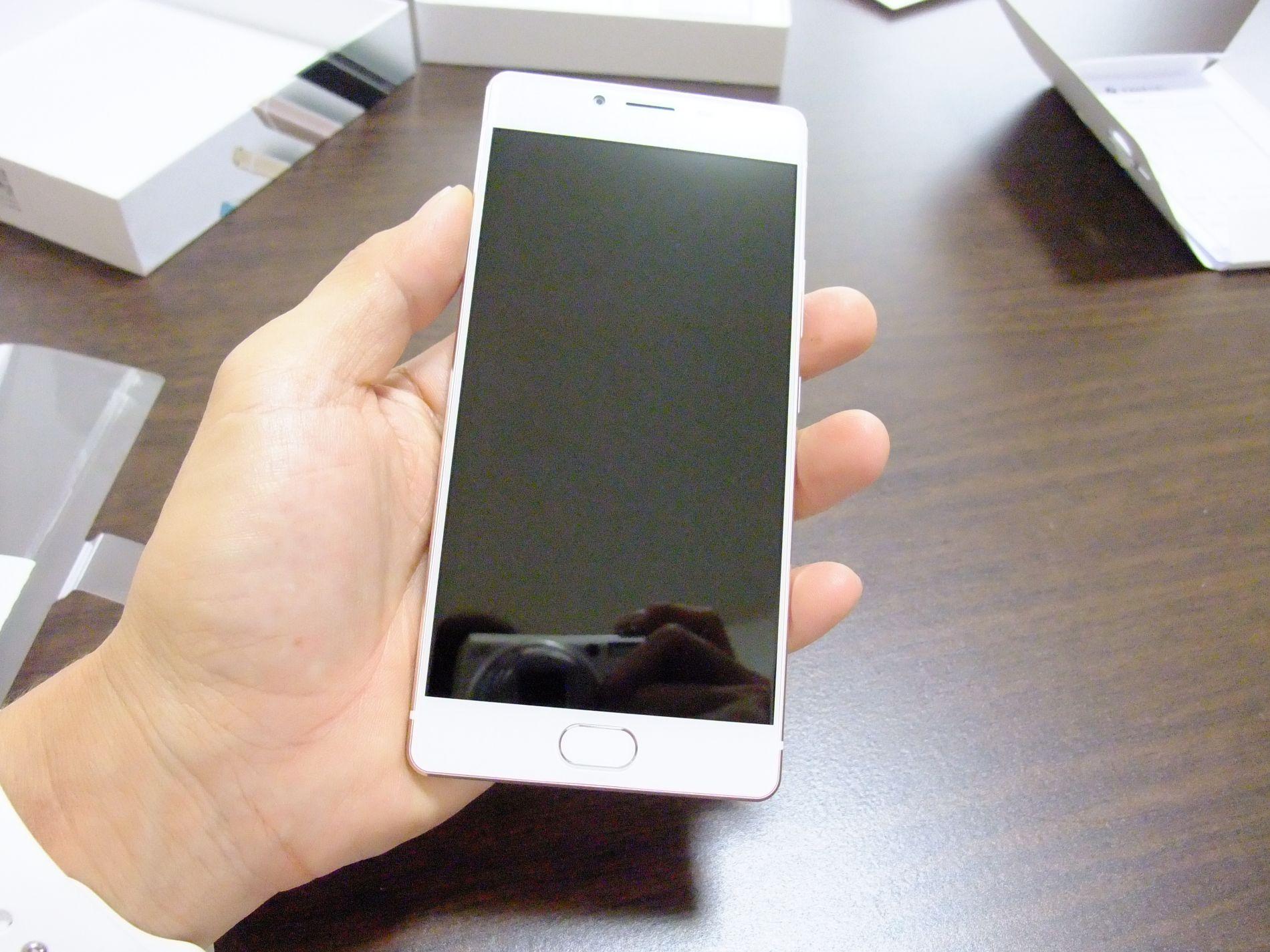 薄さと軽さと美しさは格別!SIMフリースマートフォン FREETEL REI「麗」(レイ)  は納得のいく出来!